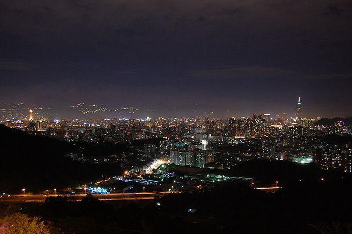 2447247_800pxTaipei_skyline (700x465, 50Kb)