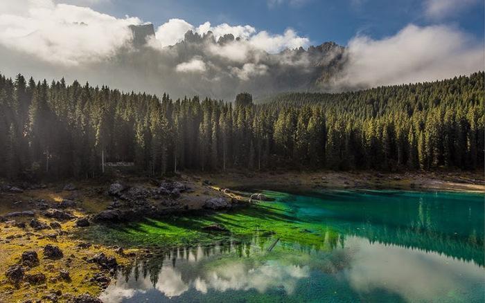 Озеро Carezza, Италия. (700x438, 125Kb)