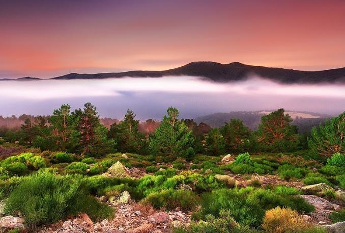 Пеньялра — гора в Испании. Это высшая точка горного массива Сьерра-де-Гуадаррама и одна из высочайших вершин всей системы Центральных Кордильер. (678x457, 117Kb)