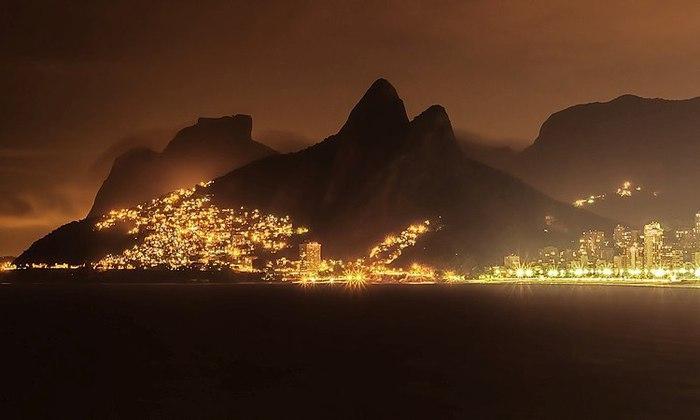 Рио-де-Жанейро, Бразилия. (700x420, 37Kb)