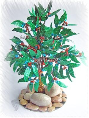 Легенда гласит, что когда все деревья услышали о том...  1.Остролист или Падуб.