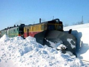 Казахстан - поезд в снежном плену (340x255, 19Kb)