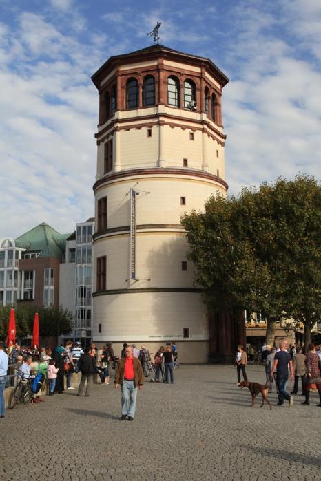 1075772_Duesseldorf__Burgplatz__Schlossturm_04_ies (466x700, 268Kb)