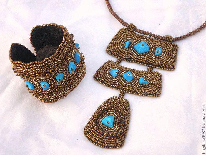 Изумительный и оригинальный комплект, выполненный с использованием индийской бирюзы...