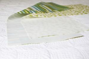 Затем сшейте оба кусочки ткани в трубы, шитье двух короче кончается вместе с правой стороны вместе.