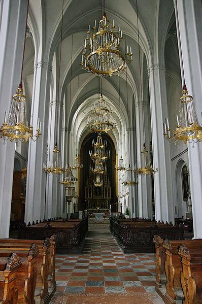 A-Wien-Augustinerkirche-Kirchenschiff (398x599, 64Kb)