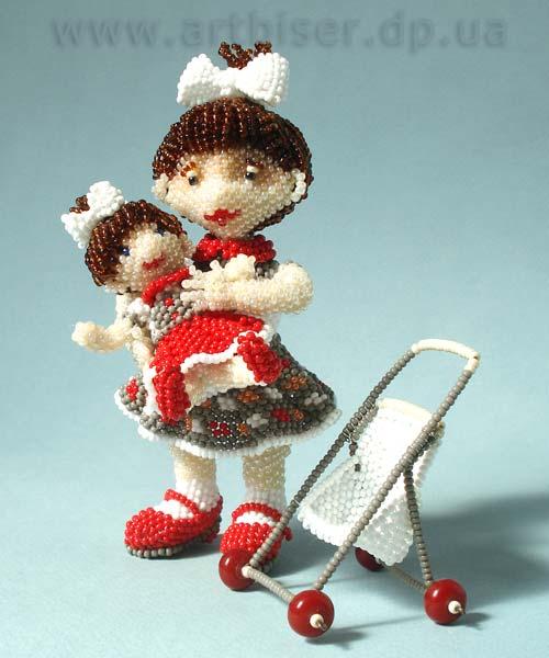 Нашла сайт интересного мастера (Волховская Ульяна) и необычной техники - игрушки, плетёные из бисера.