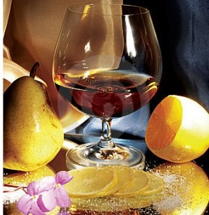 glass-of-cognac-with-lemon-and-pear-thumb1588665-300x308 (300x308, 35Kb)