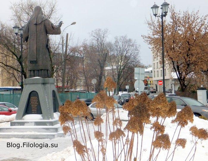 Площадка перед входом в Зачатьевский монастырь/3241858_alex03 (700x544, 115Kb)