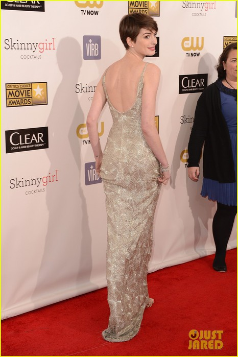 anne-hathaway-critics-choice-awards-03 (466x700, 76Kb)