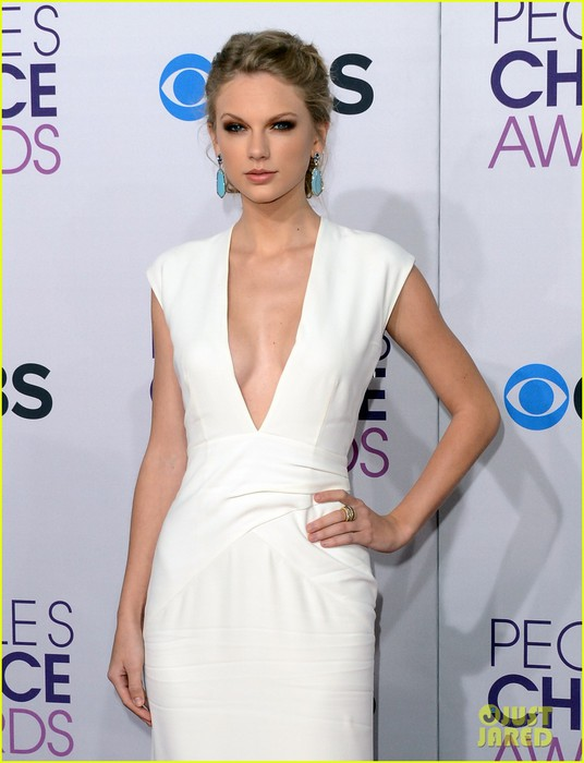 taylor-swift-peoples-choice-awards-2013-red-carpet-04 (536x700, 71Kb)