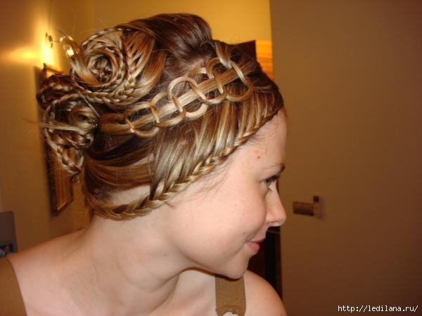 """На нашем сайте для девушек  """"Дамочка """" Вы всегда можете отыскать новость - прически из косичек длинных волос..."""