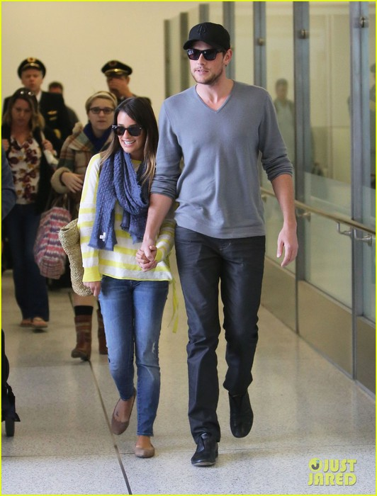 lea-michele-cory-monteith-holding-hands-at-lax-01 (532x700, 87Kb)