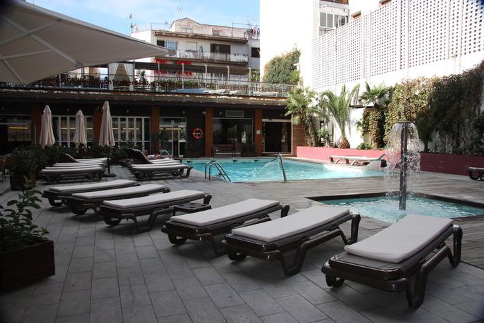 Spain-Costa Brava-Fergus Plaza Paris-Hotel-2012-Изображение 1144 (700x466, 122Kb)