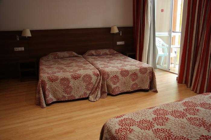 Spain-Costa Brava-Fergus Plaza Paris-Hotel-2012-Изображение 019 (700x466, 215Kb)
