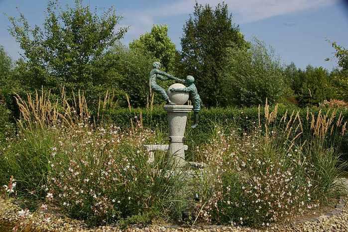 Бад Цвишенан : Park der Garten 46453