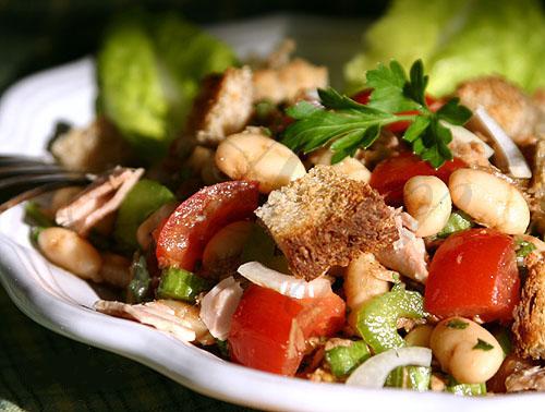 Фасолевый салат с тунцом и сухариками (500x378, 78Kb)
