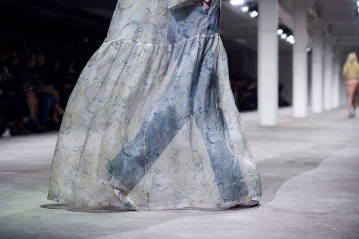 d__tails_du_d__fil___dries_van_noten_printemps___t___2013_739931104_north_883x (700x465, 114Kb)