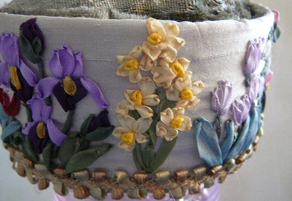 вышивка лентами-мастер класс-цветы (599x412, 63Kb)