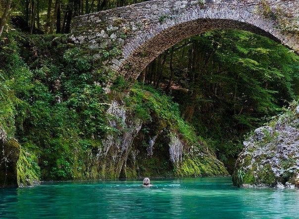 Мост Наполеона в горах Словении (604x442, 111Kb)