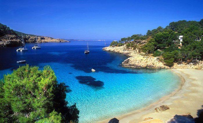 Пляж в Ибице, Балеарские острова, Испания (700x426, 72Kb)