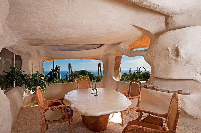 Flintstone-Style-House-in-Malibu12 (700x462, 140Kb)
