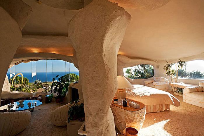 Flintstone-Style-House-in-Malibu7 (700x465, 124Kb)