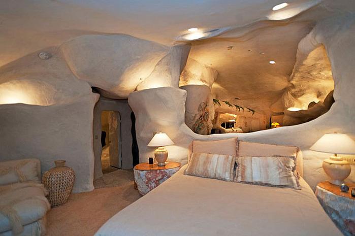 Flintstone-Style-House-in-Malibu5 (700x465, 93Kb)