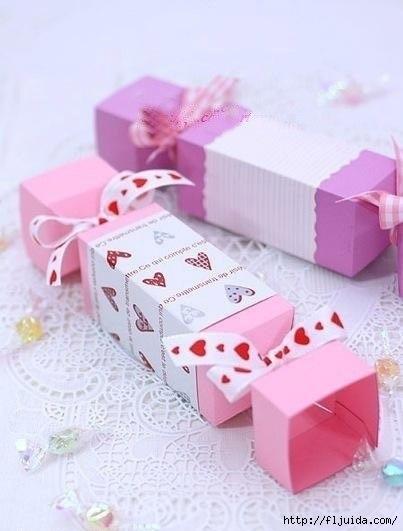 Подарок, сделанный своими руками - самый лучший подарок.  А потому мастерим красивые подарочные коробочки! источник...