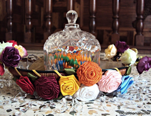 sew_ribbon_flowers_handmade (640x493, 259Kb)