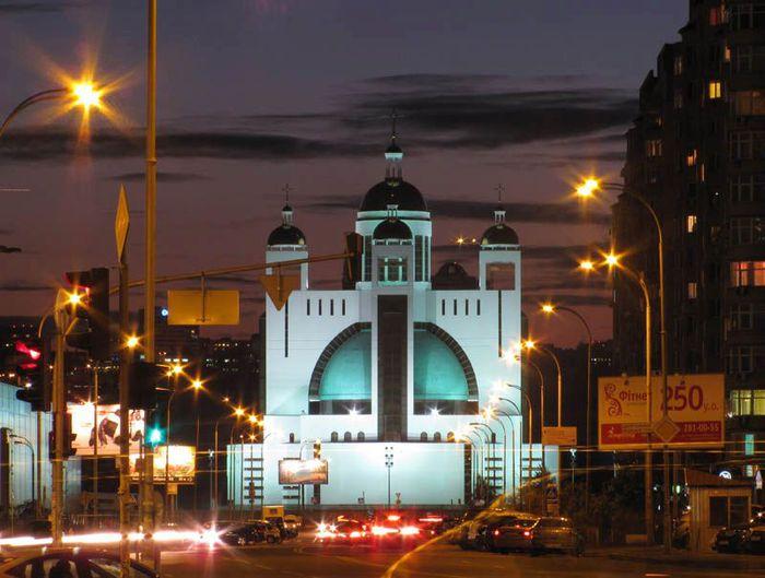 1 Патриарший собор Воскресения Христова Украинской Греко-Католической Церкви (700x529, 60Kb)