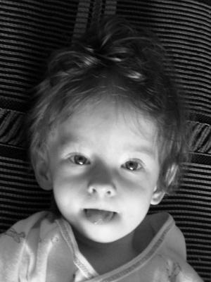 особенности семьи нестандартного ребенка/1358565391_chenobelaya_yulya_s_yazuykom (300x400, 89Kb)