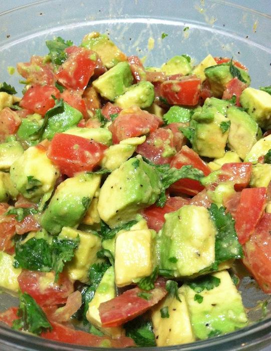 салат с авокадо и помидорами (541x700, 153Kb)