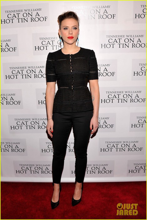 scarlett-johansson-cat-on-a-hot-tin-roof-opening-party-01 (470x700, 91Kb)