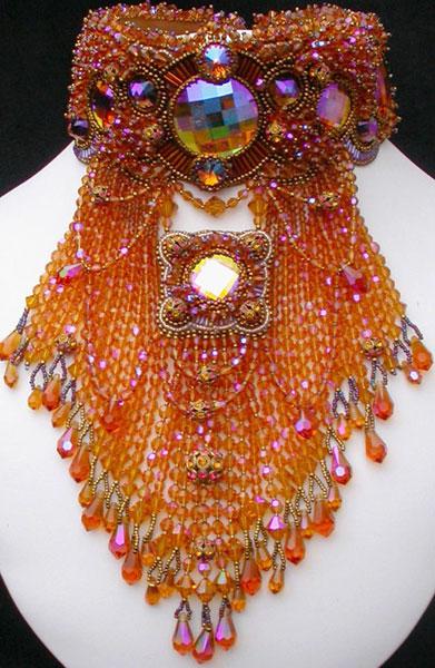 Шерри Серафини дизайнер украшений из бисера. .  Ее работы Вы можете встретить во многих бисерных журналах. .