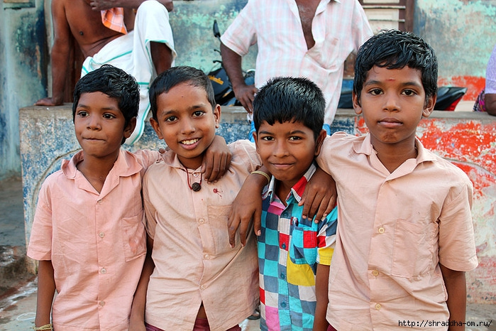 Индия, Тируваннамалай, люди, 3 (700x466, 286Kb)