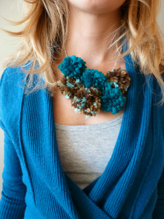 Pom-Pom-Yarn-Necklace-Tutorial (525x700, 280Kb)
