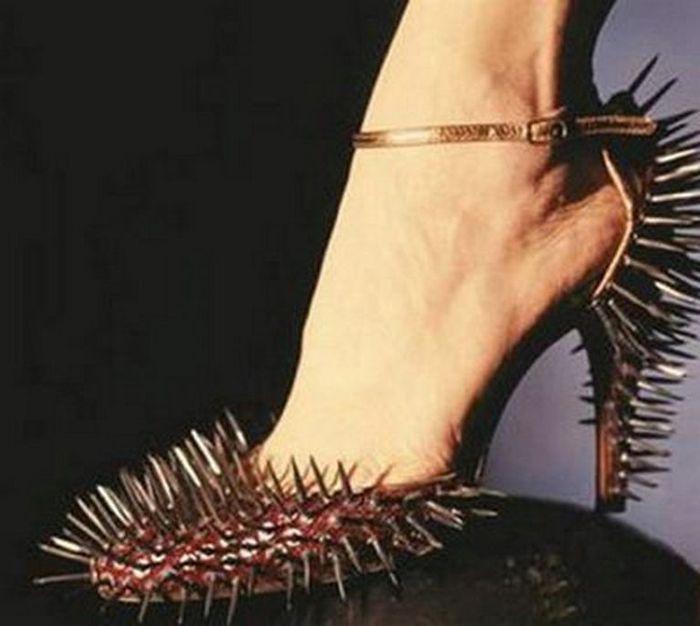 Смешная обувь со всего света 17 (700x626, 43Kb)