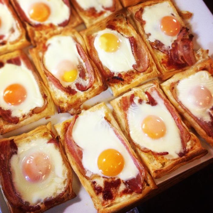 слойки с яйцом и беконом (700x700, 146Kb)