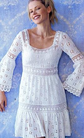 Белое вязаное спицами ажурное