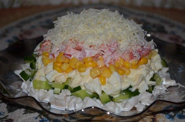 Салат с кальмарами и яйцом и рецепт