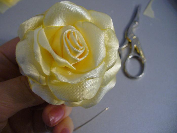 Цветок роза из ленты мастер класс