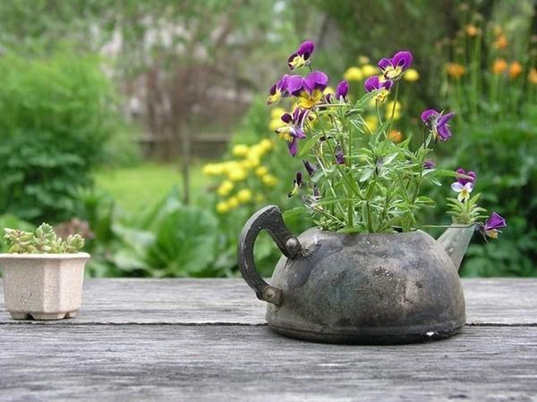 85. Цветочные вазоны - отличное решение для декора вашего сада.  Их основным достоинством является мобильность...