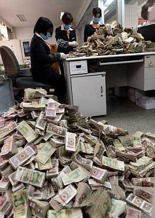 1358889759_doseng.org_cash-money-03 (306x430, 29Kb)