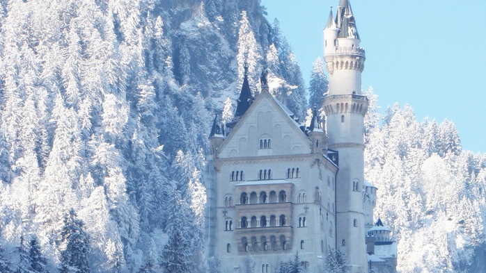 Neuschwanstein Castle in Bavaria (700x393, 258Kb)