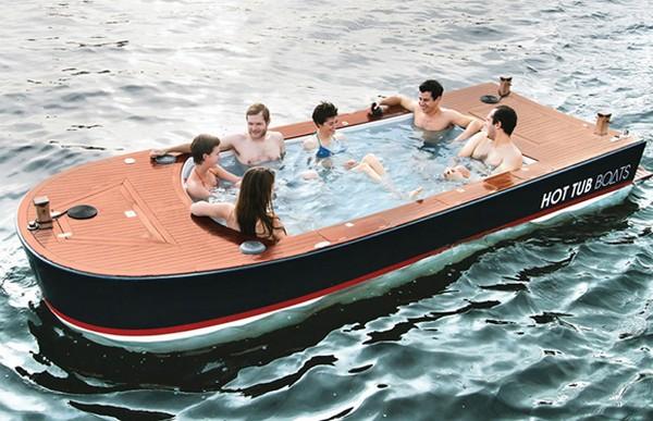 у ног моих в лодке помещается
