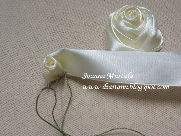 вышивка лентами-мастер класс-цветы (600x450, 198Kb)