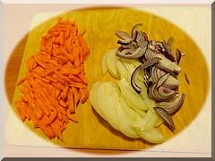 нарезаем морковь и лук/5156954_morkov_lyk (240x180, 30Kb)