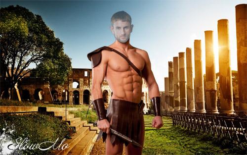 Гладиатор на фоне Колизея