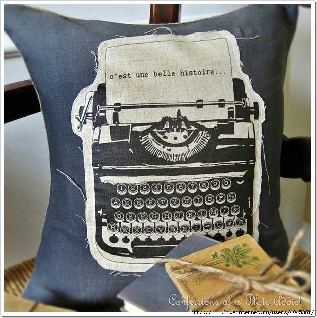 4045361_Vintage_French_Typewriter__Pillow (630x631, 295Kb)